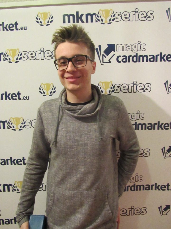 After ending up on 9th place in the Modern main event, Petr Sochůrek returned on Monday with a vengeance and locked himself up for a top 8 slot in the Standard main event!