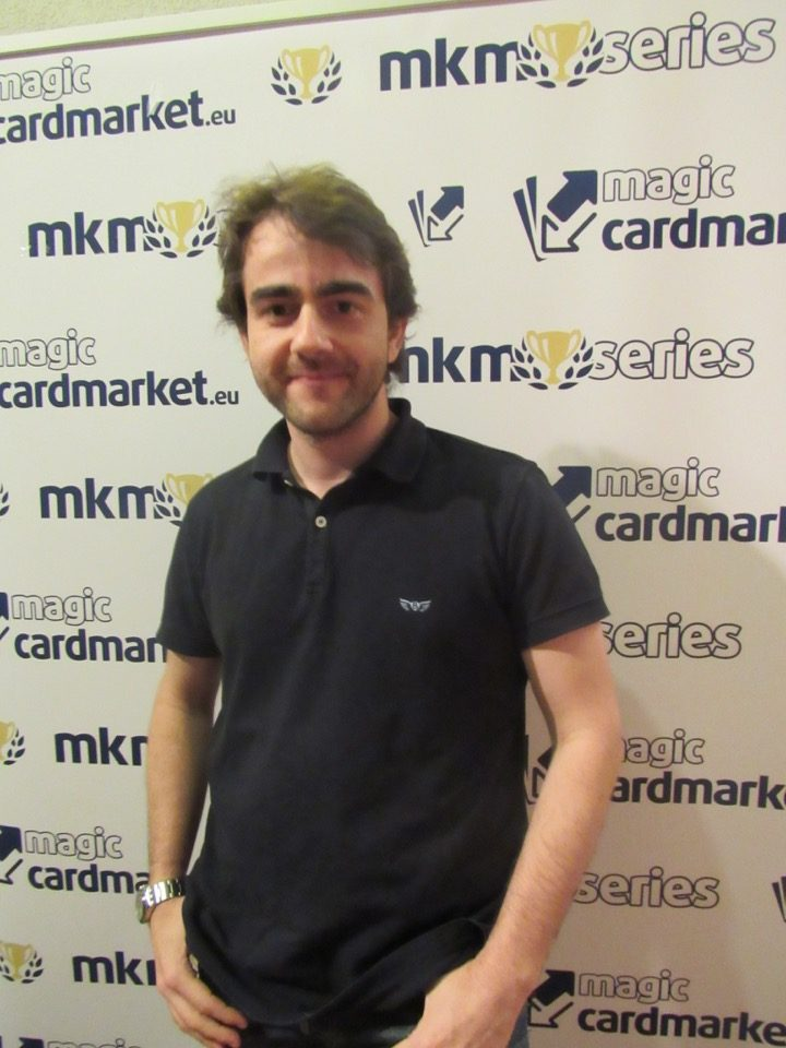 Artur Queiroz advanced to the Top 8 of the Standard main event at MKM Series Frankfurt 2016!