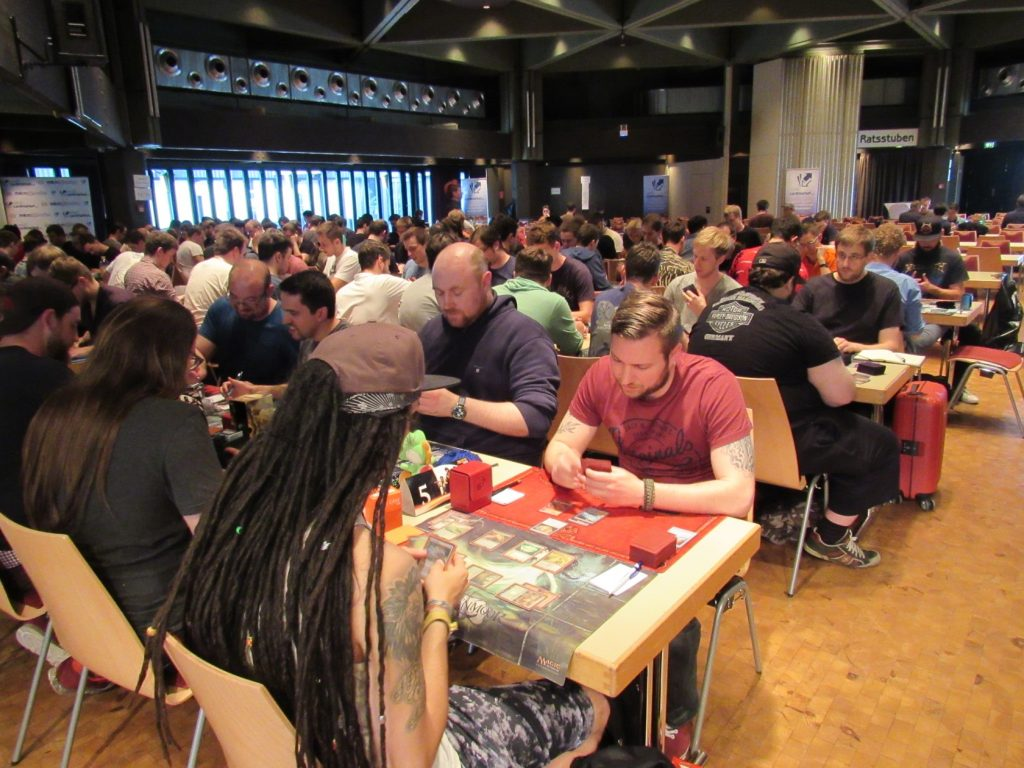 142 players showed up for the Modern event, but in the end, Julian Knab was still able to secure some Byes for today!